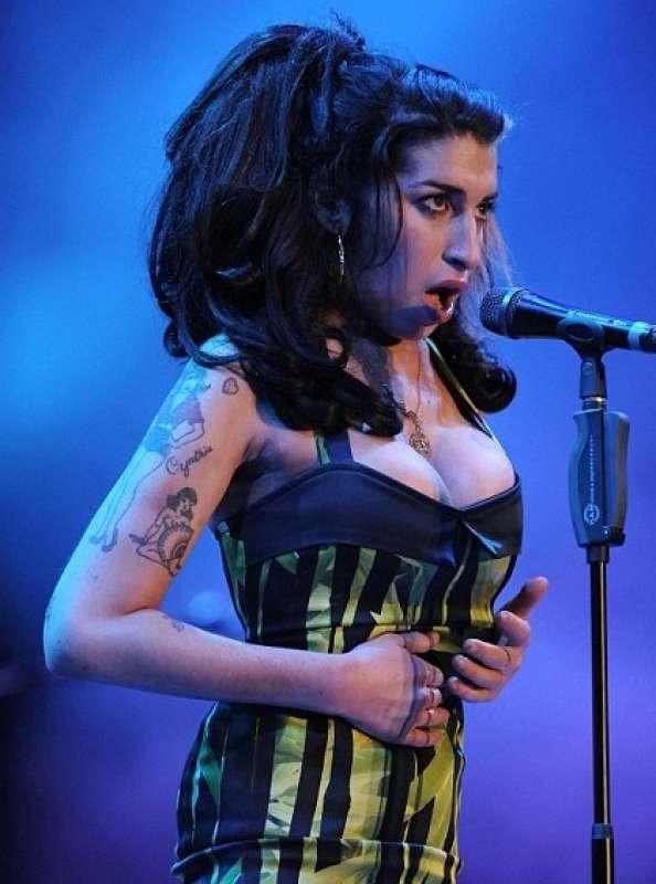 l ultimo concerto di amy winehouse a belgrado nel 2011