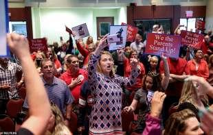 le proteste dei genitori contro scott ziegler