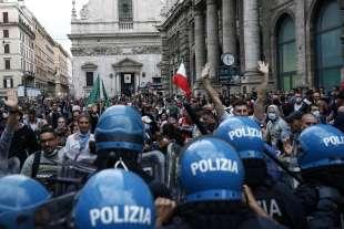 manifestazione no green pass a roma 8