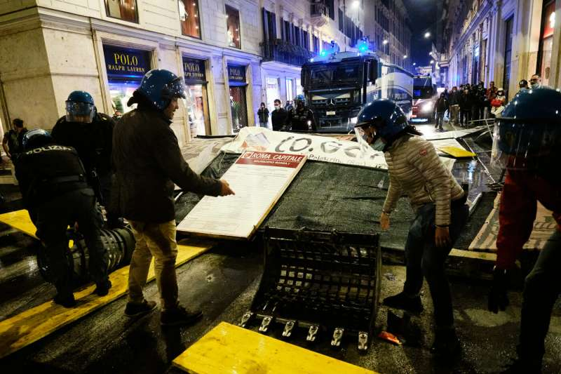 manifestazione no green pass a roma 81