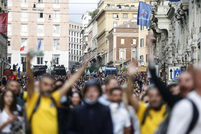 manifestazione no green pass a roma 85