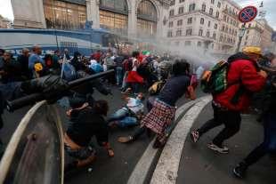 ROMA NO VAX SCONTRI CON POLIZIA