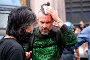 roma, scontri durante la manifestazione dei no green pass 11