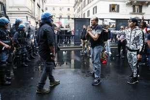 roma, scontri durante la manifestazione dei no green pass 9