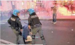 ROMA SCONTRI NO VAX CON POLIZIA