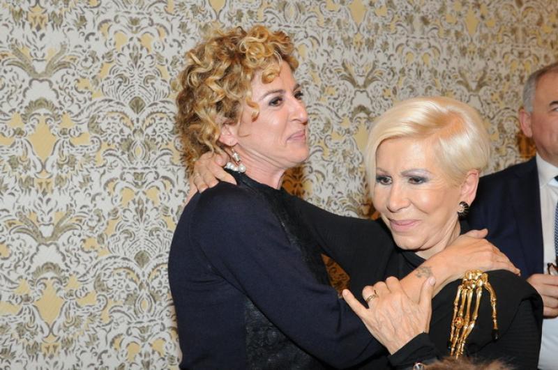 8c9ae1c37da7 Ilaria venturini fendi abbraccia la mamma anna - dago fotogallery