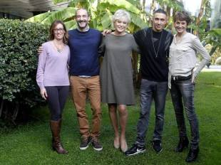 l cast della trasmissione - Ilaria Cucchi è la prima da sinistra
