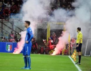 Lancio di fumogeni dei tifosi croati