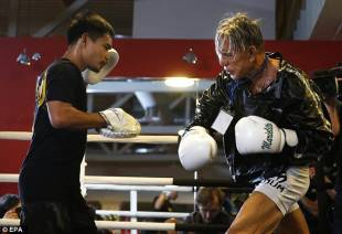 mickey rourke, 23876e8200000578 2853452 getting his speed back coach marvin somodio held up focus mitts 6 1417211420822