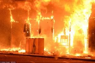 palazzi in fiamme a ferguson