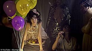 palloncini rape nel video di marilyn manson