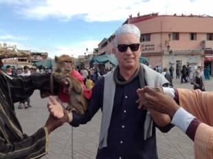 peter gomez con scimmia by b borromeo