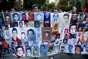 proteste in messico per il massacro degli studenti 6