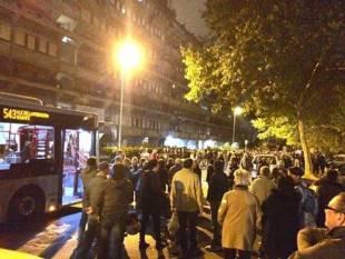 tor sapienza, sassi contro il centro immigrati. cariche della polizia e feriti 32