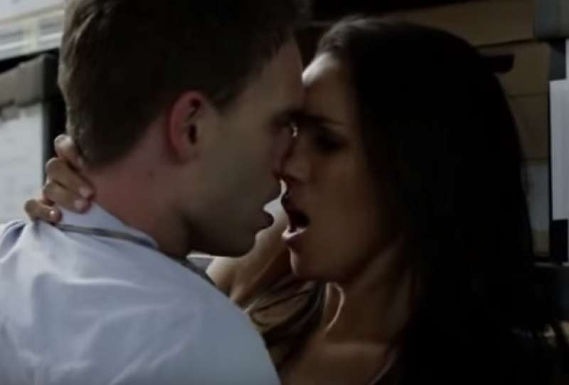 scene di seduzione nei film olio erotico
