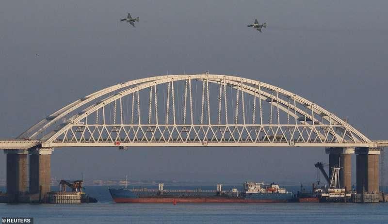 il ponte sullo stretto di kerch fatto da putin