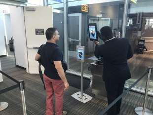 riconoscimento facciale in aeroporto