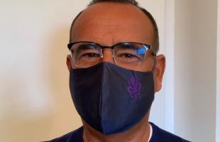 carlo conti con la mascherina