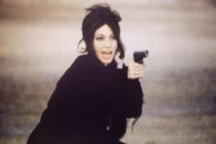 la ragazza con la pistola 1