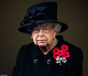 la regina elisabetta alla cerimonia di londra