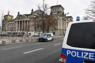 marcia contro le restrizioni anti coroanvirus a berlino 13