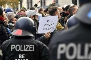 marcia contro le restrizioni anti coroanvirus a berlino 23
