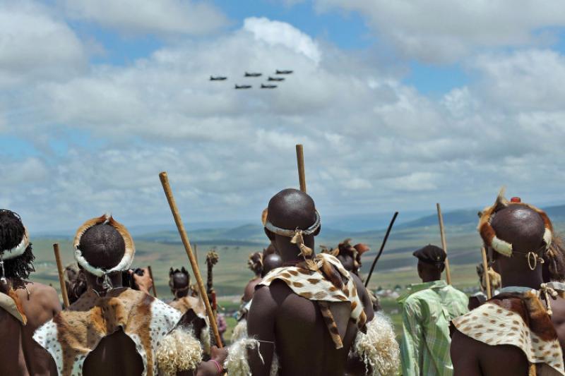 Guerrieri Zulu verso il funerale di MAdiba