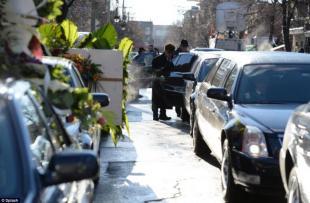 Nove limousine attendevano il boss in strada