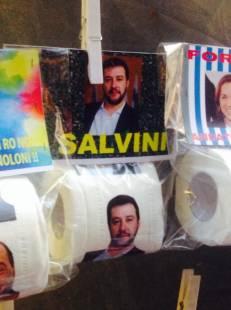 a napoli carta igienica salvini