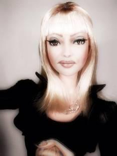 bambola di raffaella carra