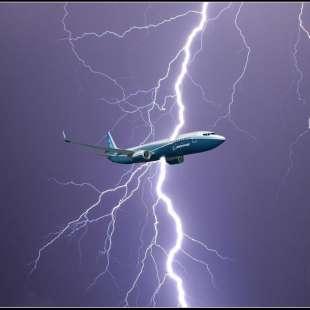 fulmine colpisce aereo 1
