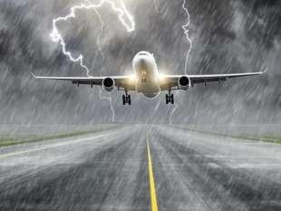 fulmine colpisce aereo 10