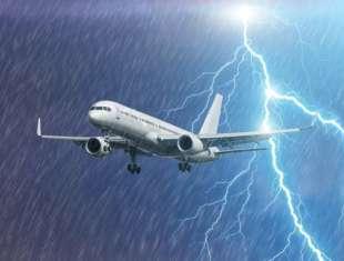 fulmine colpisce aereo 12