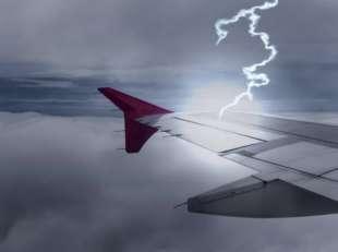 fulmine colpisce aereo 13