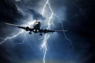 fulmine colpisce aereo 4