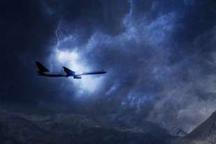 fulmine colpisce aereo 6