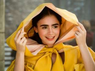 lily collins biancaneve
