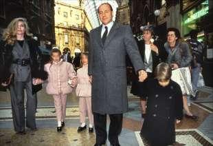 Veronica Lario con Silvio Berlusconi e i figli