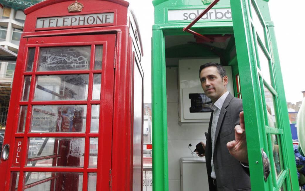 Le cabine telefoniche rosse di londra diventano solar box for Progettazione passiva della cabina solare
