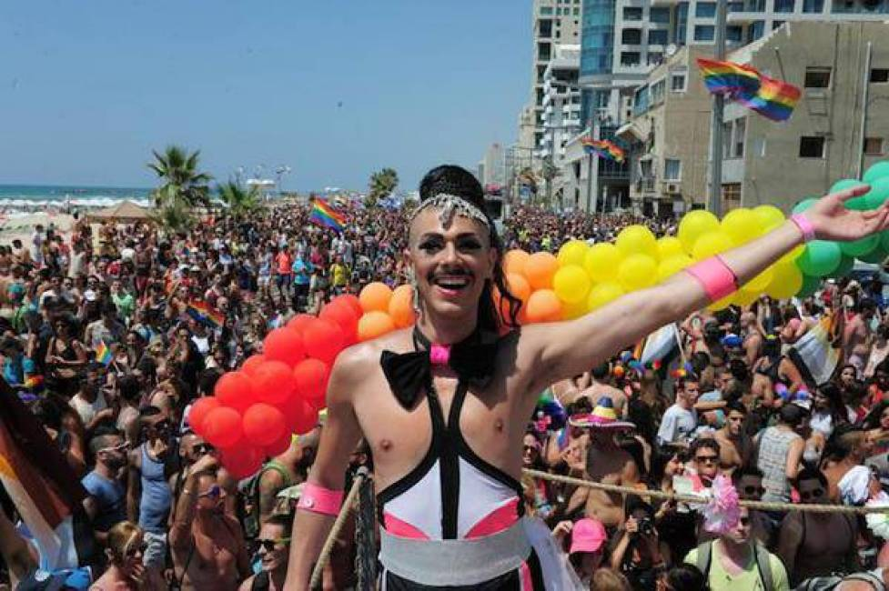 Uomo cerca uomo a Bari, annunci per incontri gay a Bari